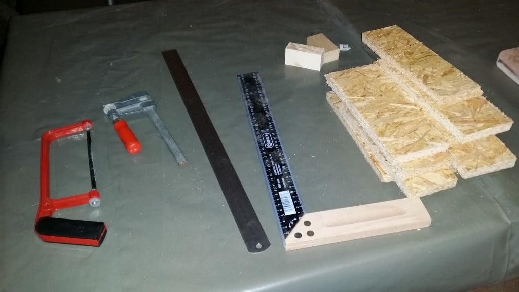 Stellvertretend für Messwerkzeuge, Anschläge, Zwingen, Sägen, Plastikfolie und was weiß ich ...