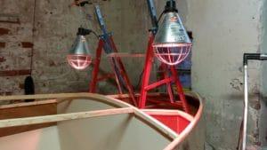 Die Infrarotlampen bringen Wärme für kleinere Flächen